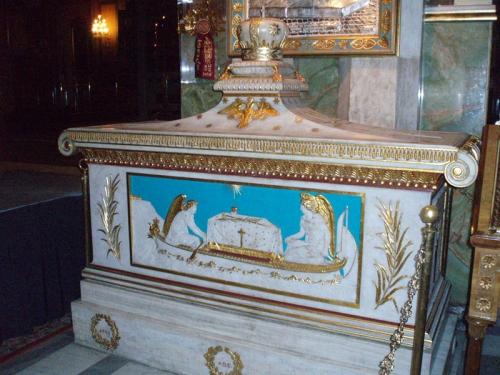 Gregorios V van Constantinopel graf in de metropolietenkathedraal van Athene.jpg